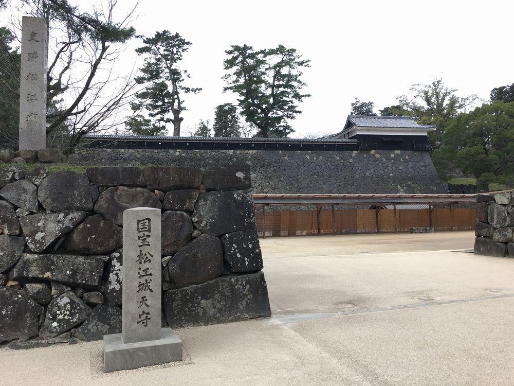 3月上旬の松江城の入り口