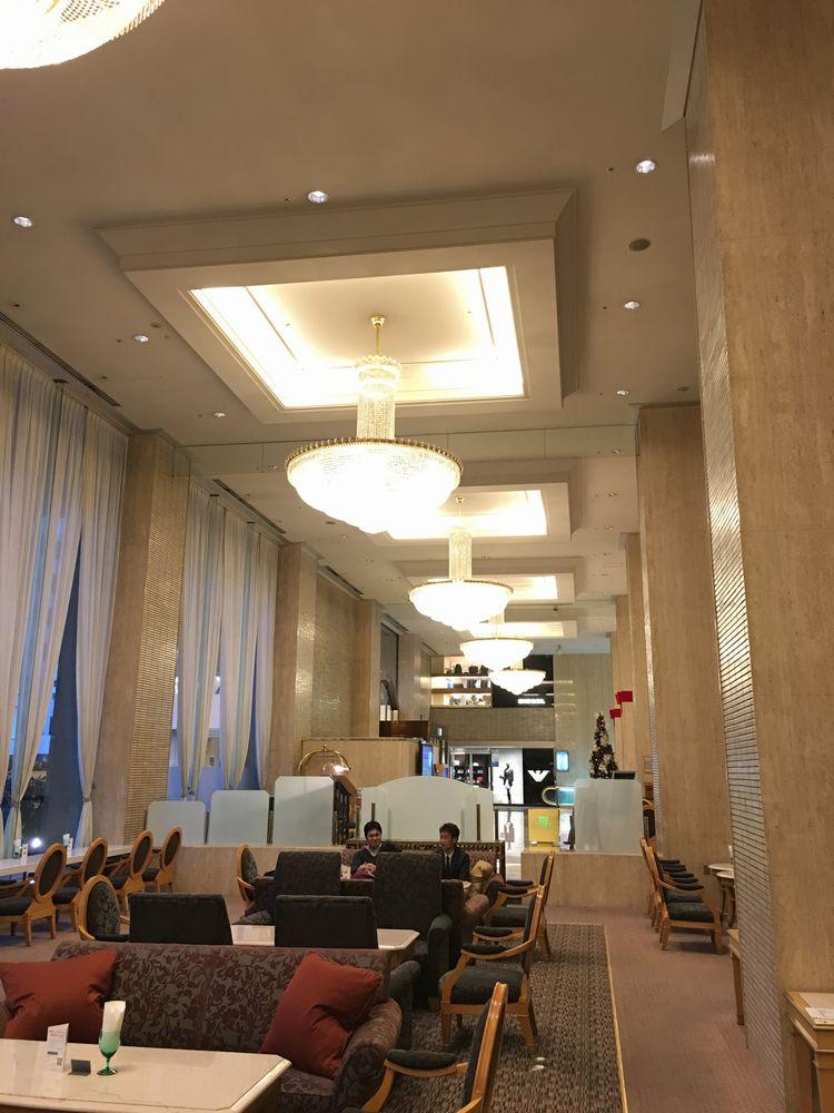 松山全日空ホテルのティーラウンジの内観