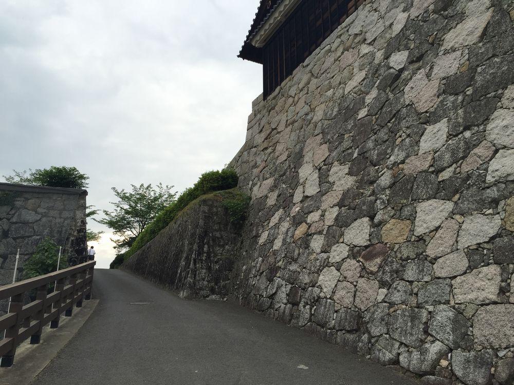 松山城二の丸へ2