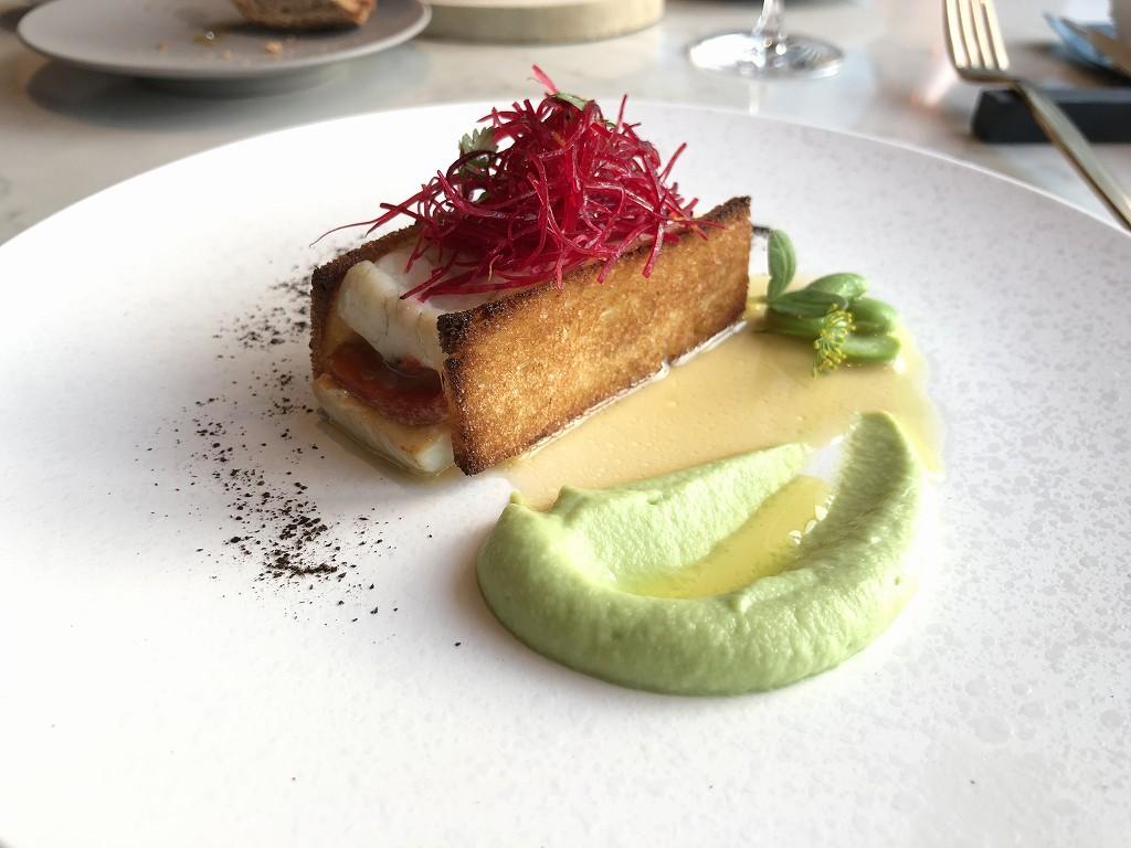 メズム東京の「シェフズ・シアター」の魚料理