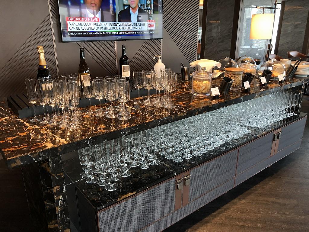 メズム東京「club mesm」のシャンパン、赤ワイン、白ワイン