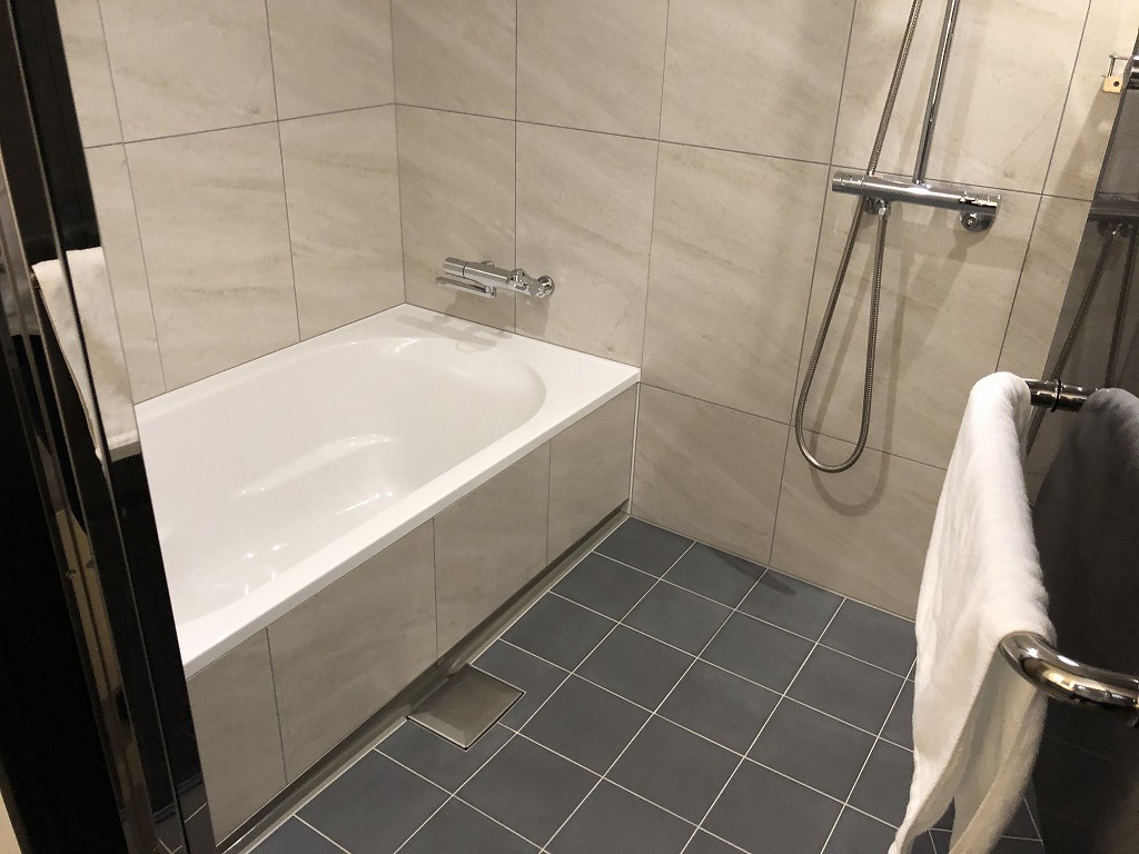 三井ガーデンホテル神宮外苑の杜プレミアのジュニアスイートキングのバスルーム