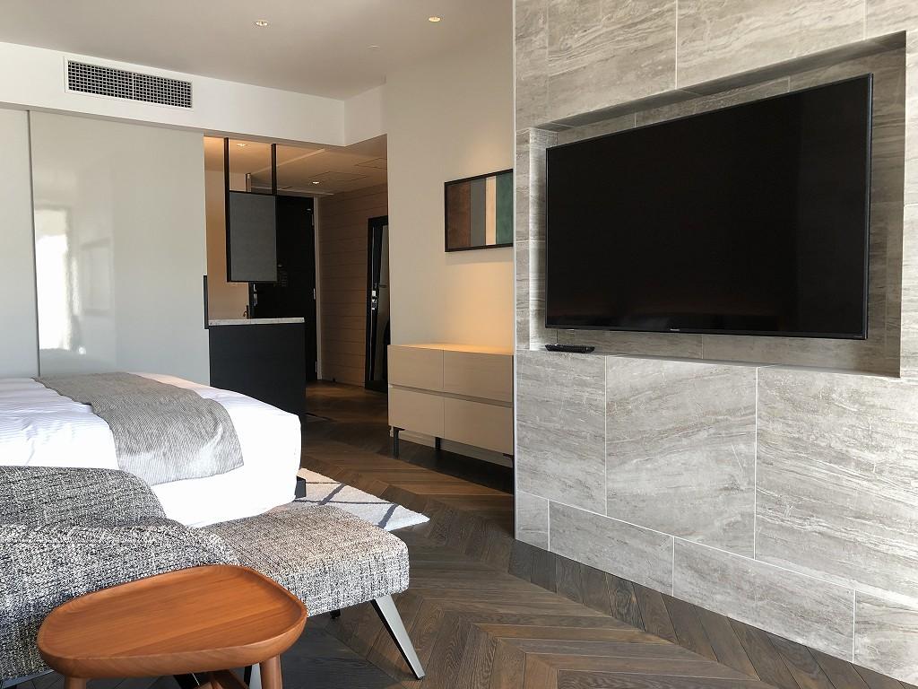 三井ガーデンホテル神宮外苑の杜プレミアのジュニアスイートキングのテレビ