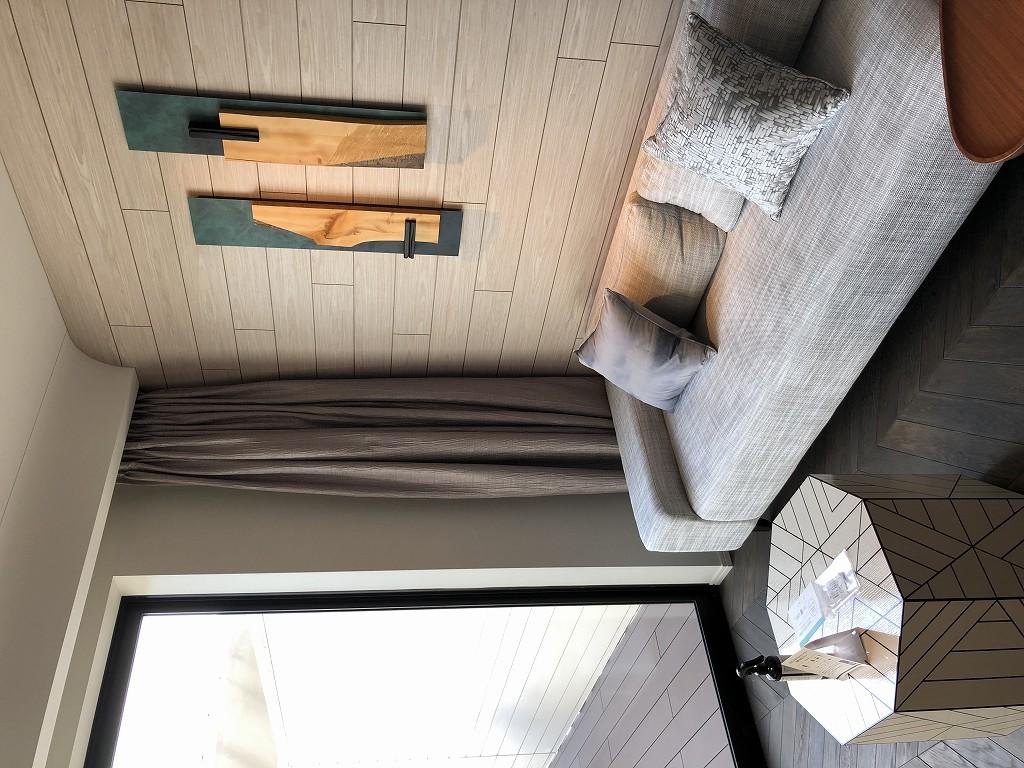 三井ガーデンホテル神宮外苑の杜プレミアのジュニアスイートキングのソファ