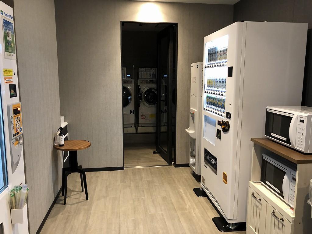 三井ガーデンホテル神宮外苑の杜プレミアの自販機とコインランドリー