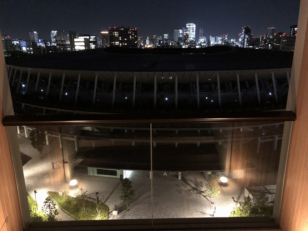 三井ガーデンホテル神宮外苑の杜プレミアのジュニアスイートキングのバルコニーから夕暮れ4