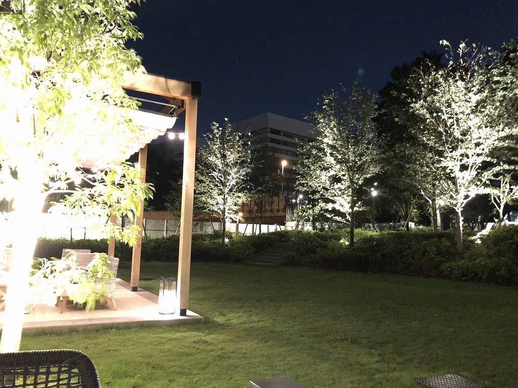 三井ガーデンホテル神宮外苑の杜プレミアのリストランテ&バー エボルタのテラス席