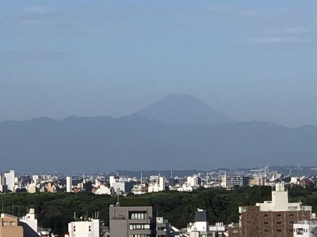 三井ガーデンホテル神宮外苑の杜プレミアのジュニアスイートキングのバルコニーから富士山2