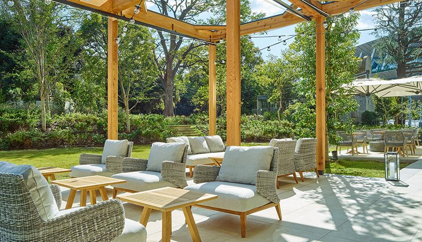 三井ガーデンホテル神宮外苑の杜プレミアの「リストランテ&バー エボルタ」のテラス席