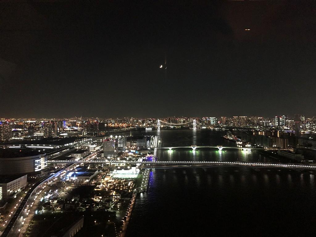 三井ガーデンホテル豊洲ベイサイドクロスのロビーフロアからの夜景