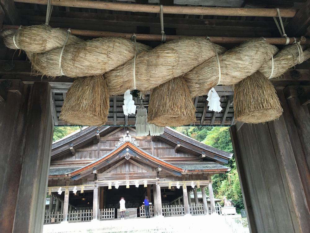 美保神社の神門のしめ縄