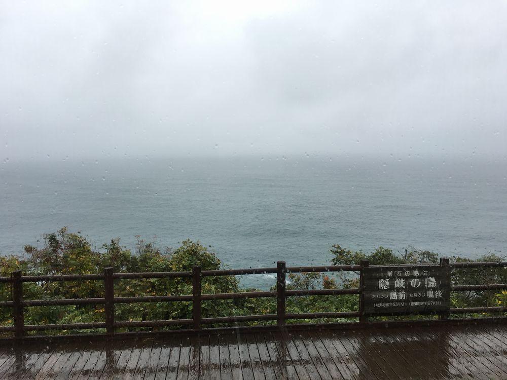 美保関灯台ビュッフェから隠岐の島は見えない