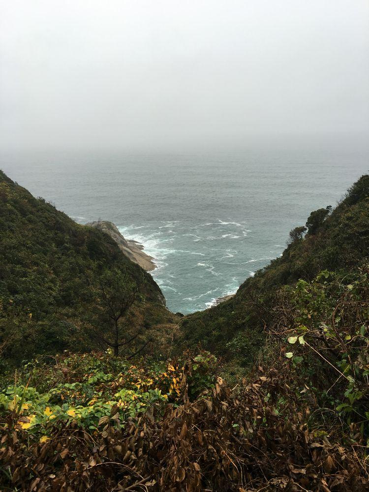 美保関の断崖絶壁