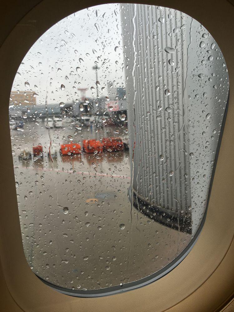 雨の東京羽田空港