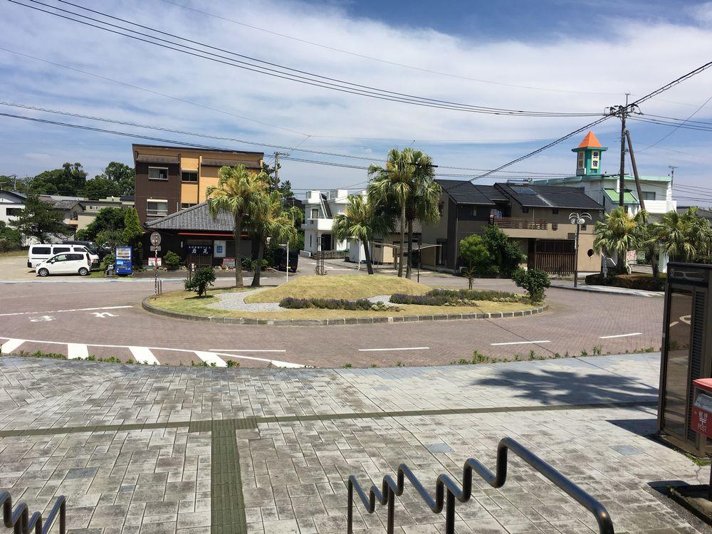 青島駅前のロータリー
