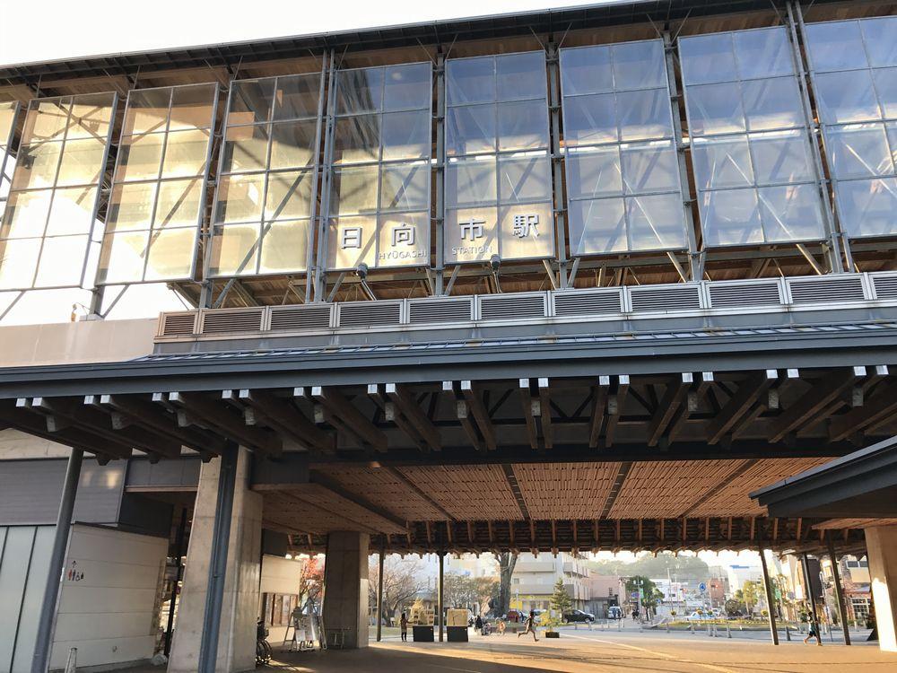日向市駅の駅舎