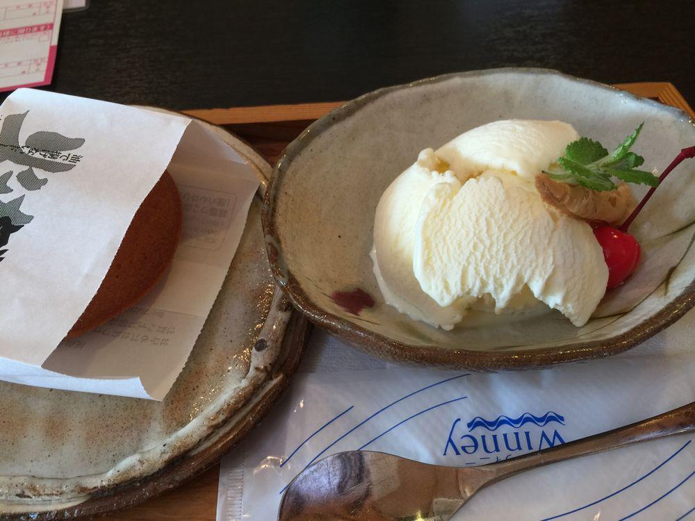 菓匠 蒸気屋のアイスクリームと焼きドーナツ