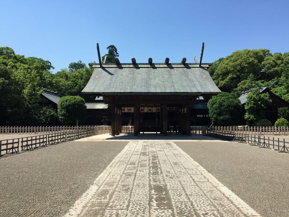 宮崎神宮本殿へ2