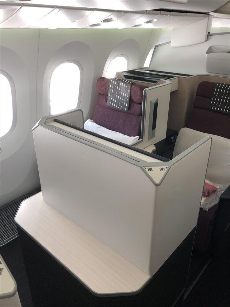JAL421便ビジネスクラスのSKY SUITE1