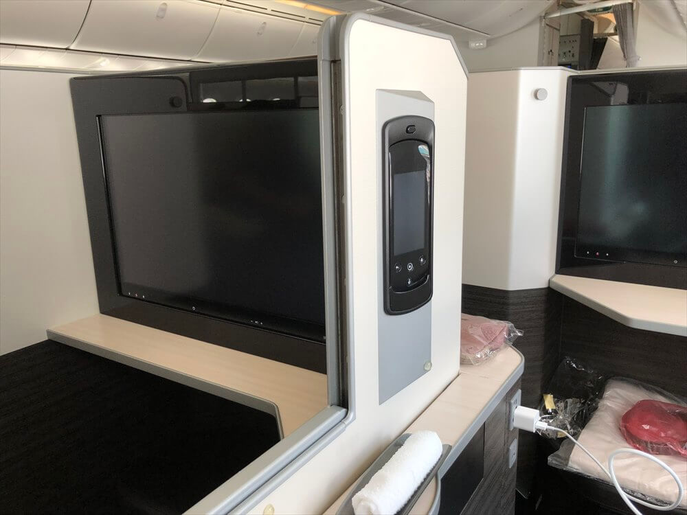 JAL421便ビジネスクラスのSKY SUITE6