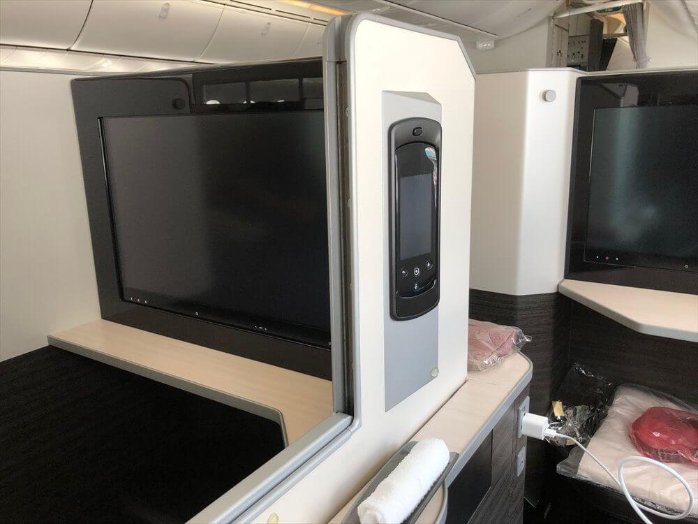 JAL421便ビジネスクラスのSKY SUITE6