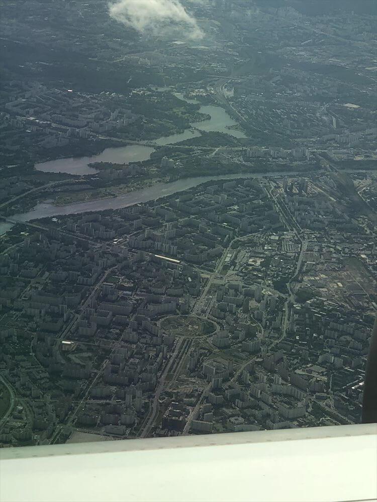 JAL421便ビジネスクラス機内から見た市街地