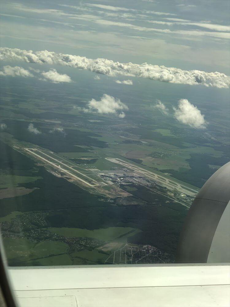 JAL421便ビジネスクラス機内から見たドモジェドヴォ空港