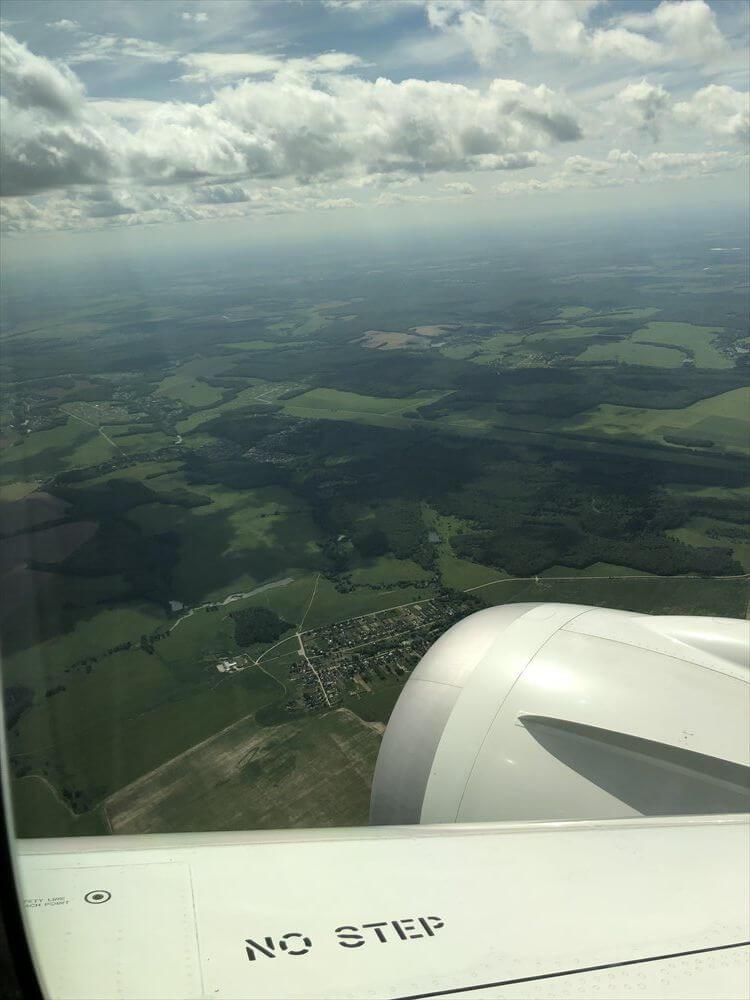 JAL421便ビジネスクラス機内から見たドモジェドヴォ空港周辺の田園地帯