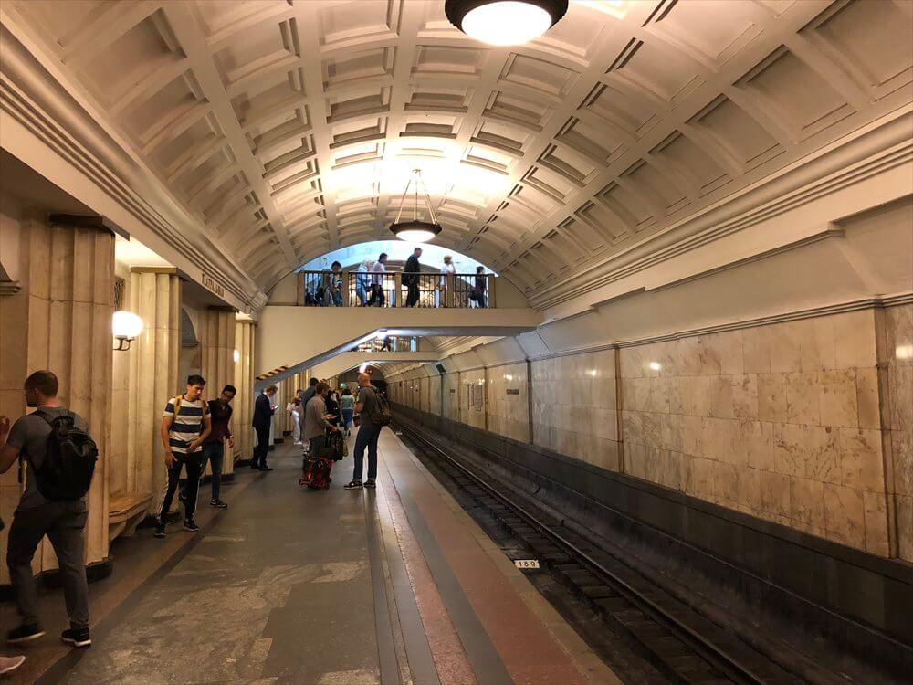 チアトラーリナヤ駅の構内