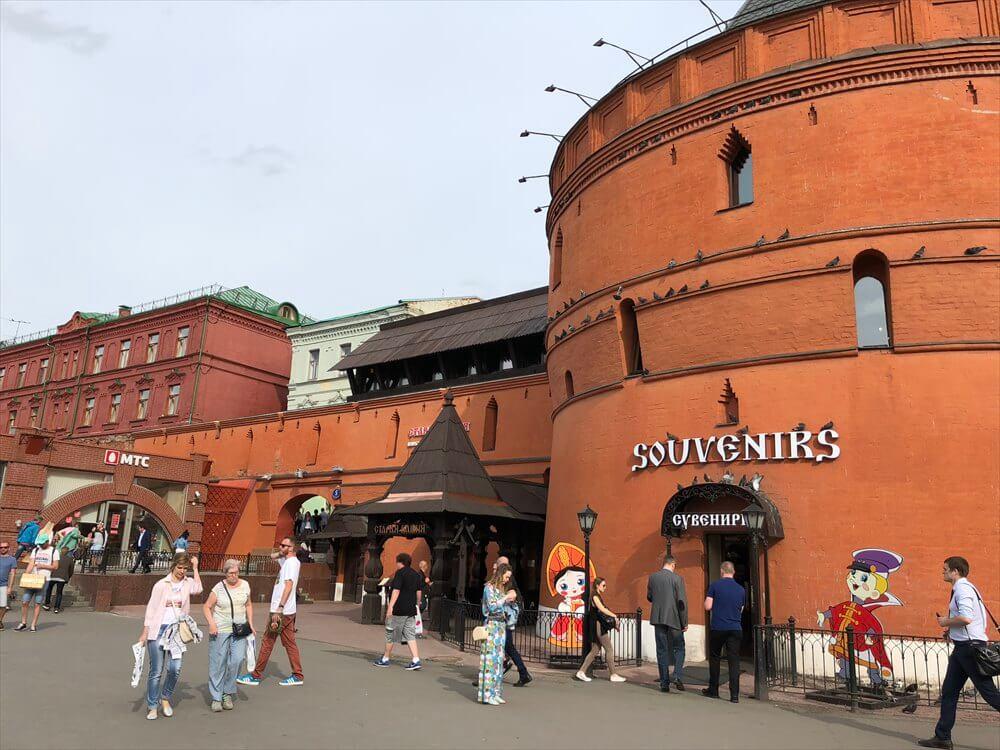 チアトラーリナヤ駅の周りの建物1
