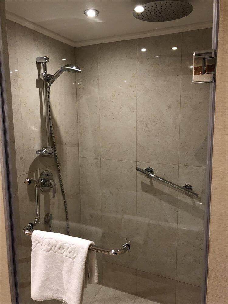 モスクワ マリオット ロイヤル オーロラ ホテルのシャワールーム