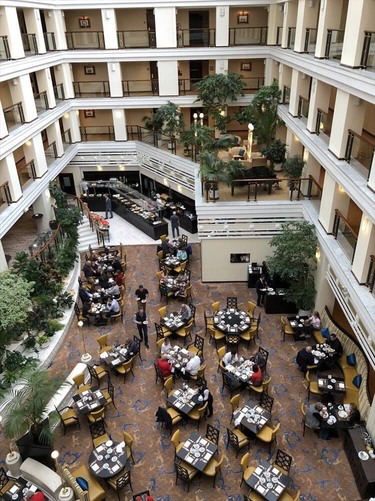 モスクワ マリオット ロイヤル オーロラ ホテルの2階の朝食会場