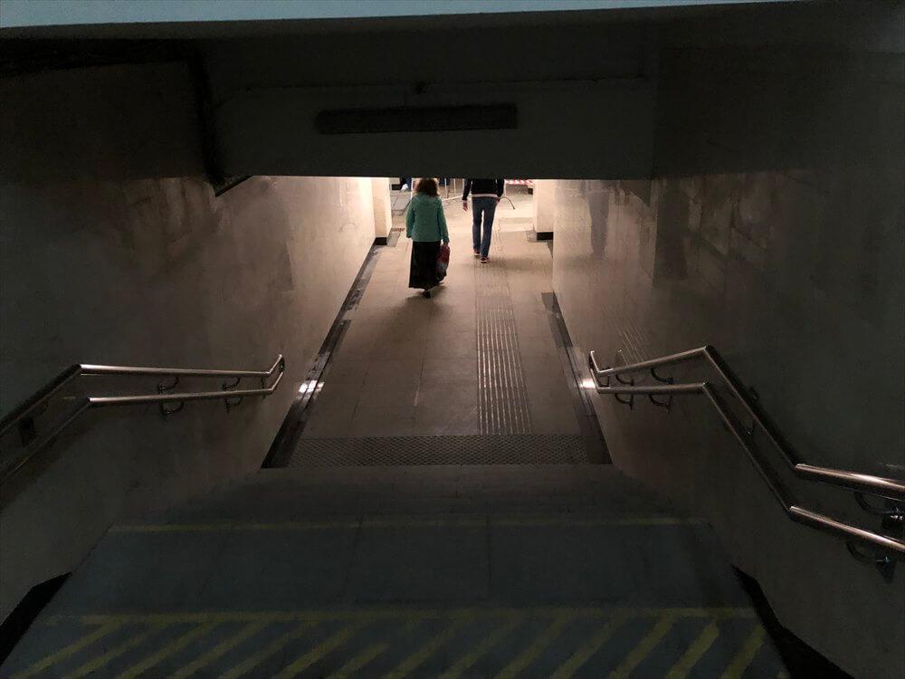モスクワの薄暗い地下鉄