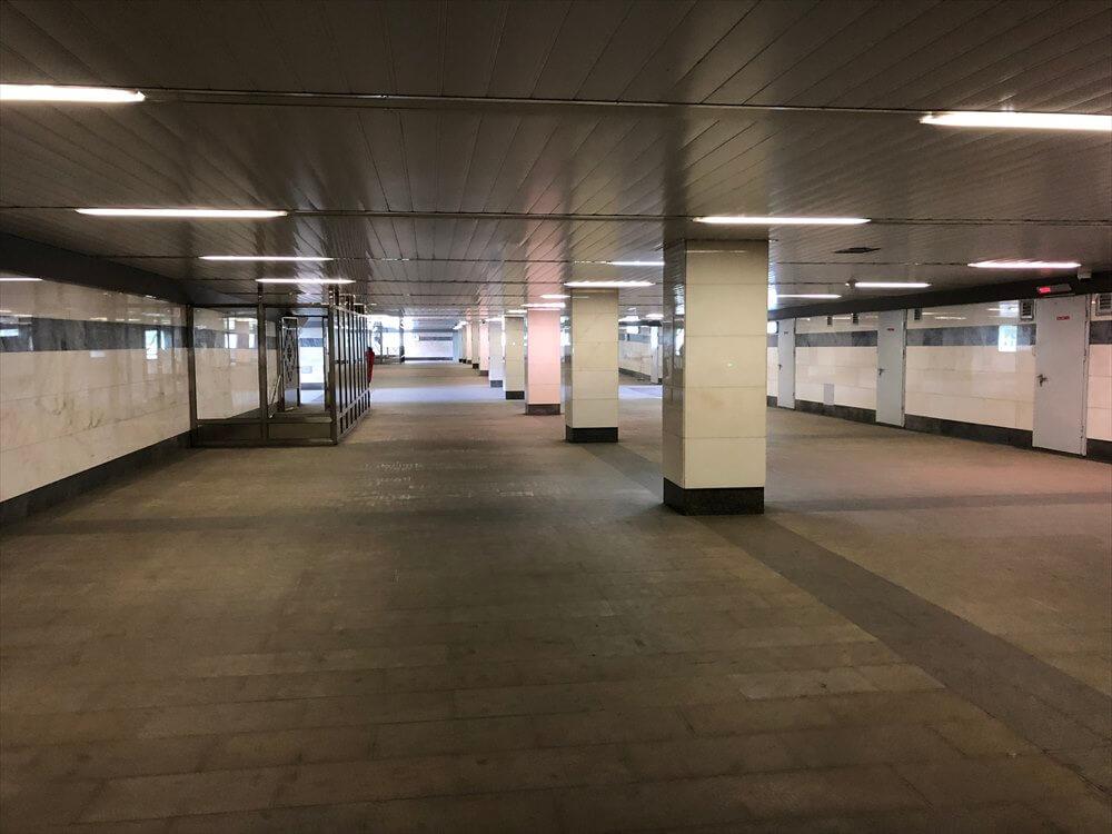 スパルタク駅の通路