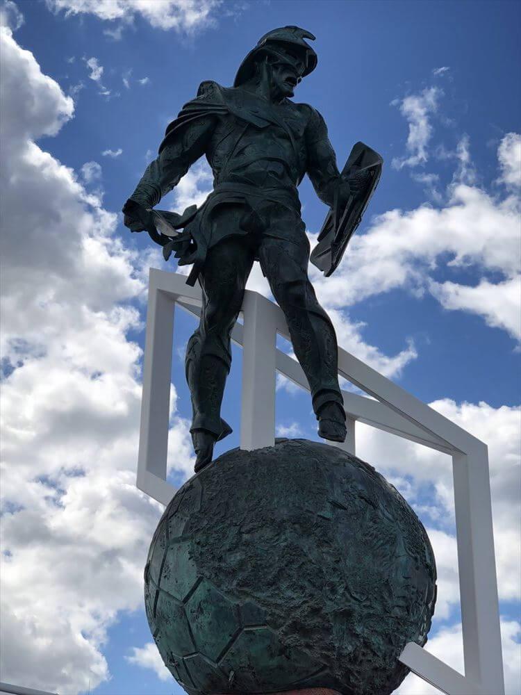 スパルタク スタジアム前のスパルタクス像