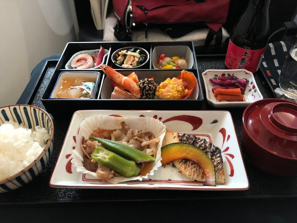 JAL422便ビジネスクラスの機内食(和食)1
