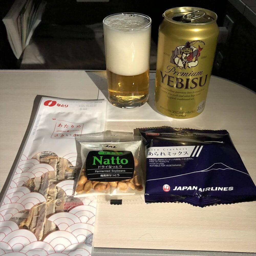 JAL422便ビジネスクラスのエビスビール