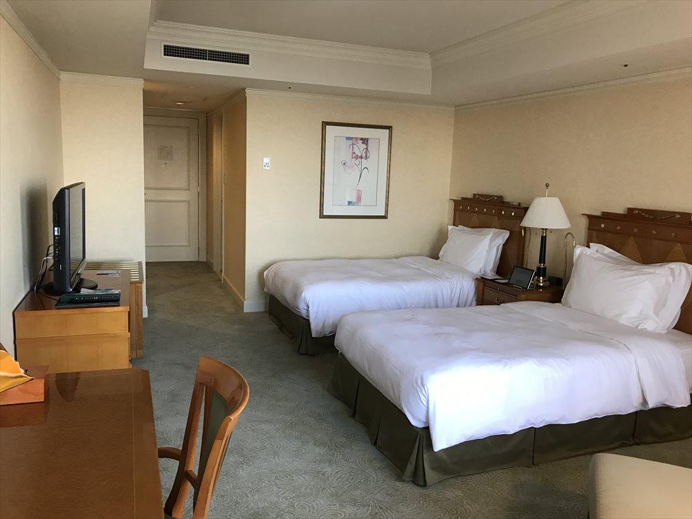 名古屋マリオットアソシアホテルのデラックスツインルーム(ベッド側)