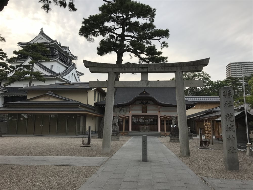龍城神社と岡崎城