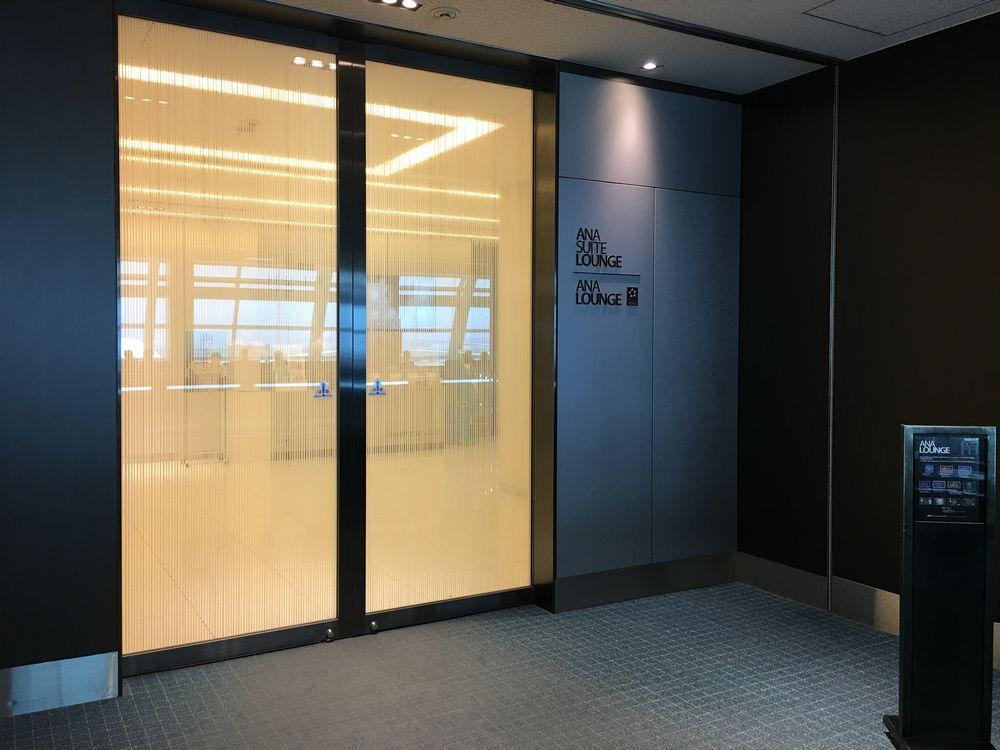 羽田空港のANA ラウンジ入口