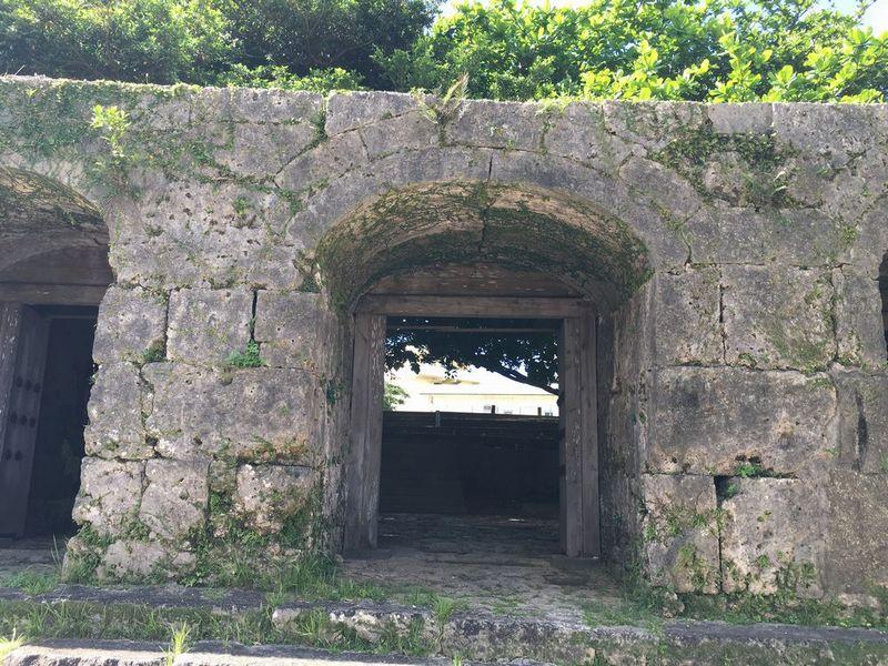 崇元寺の石門2