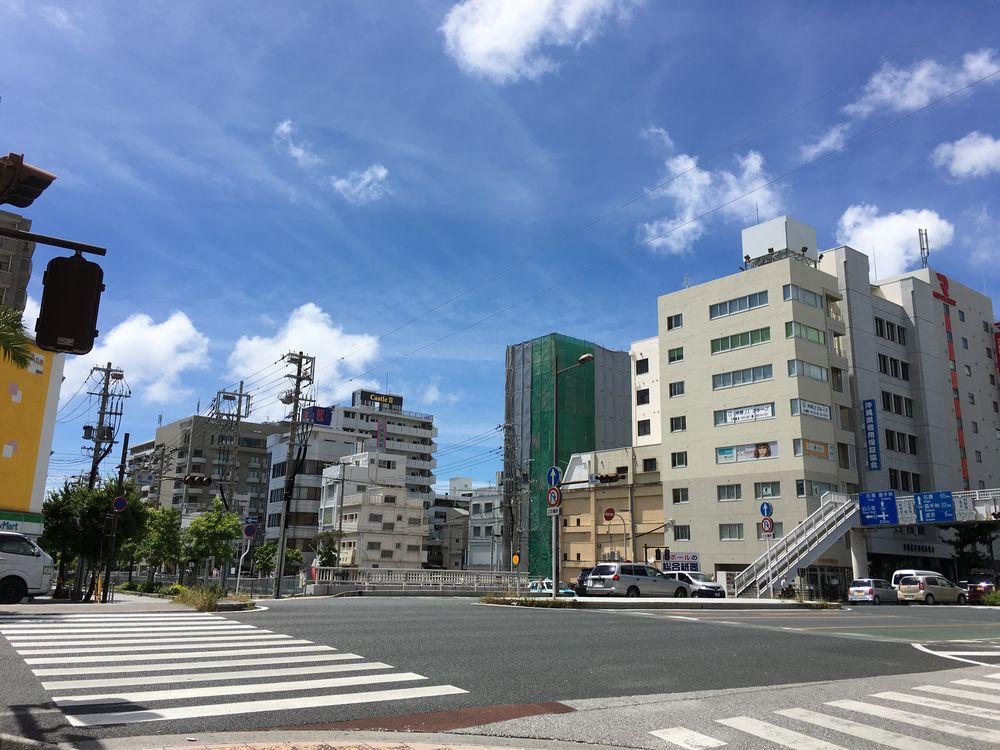 松山交差点の日差し