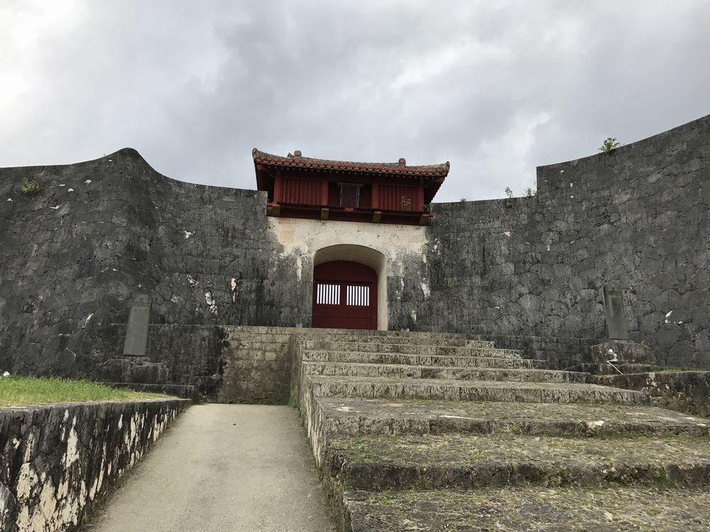 首里城の継世門