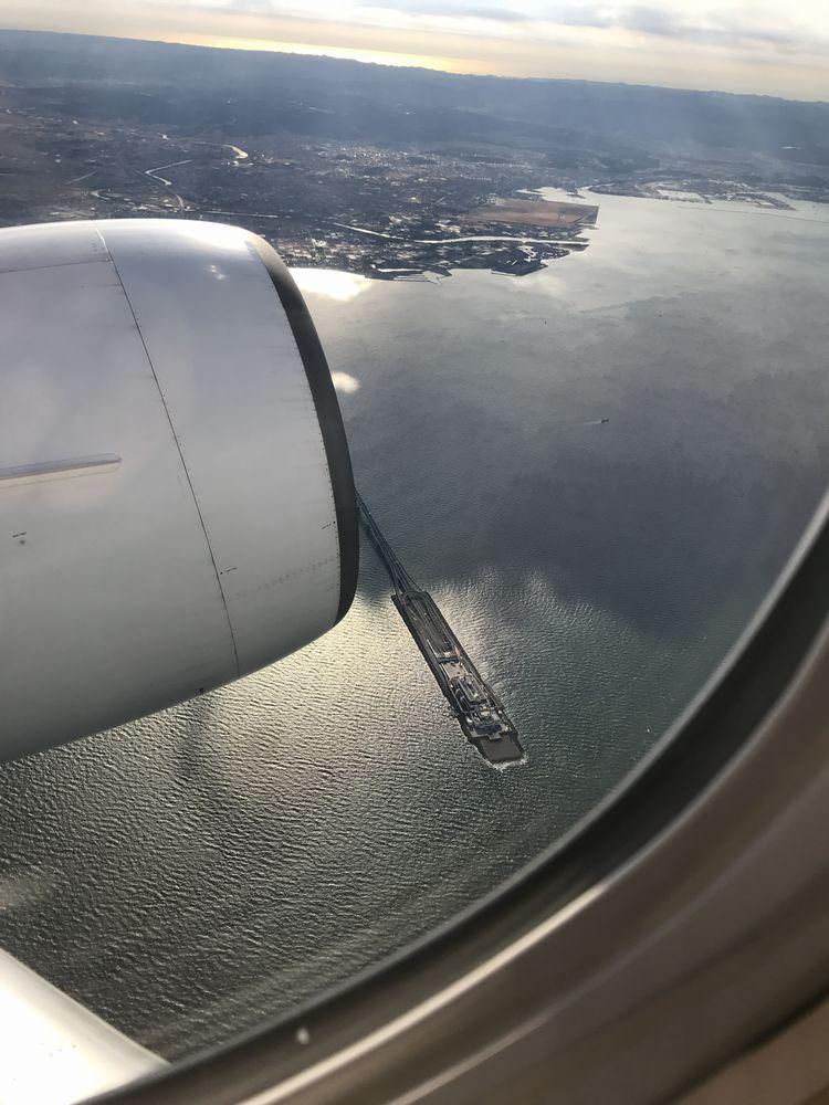 JAL907便から見える海ほたる