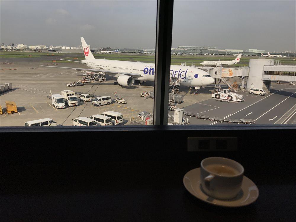 羽田空港国内線のサクララウンジ