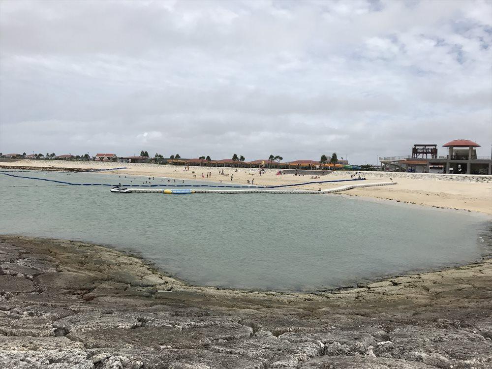 美らSUNビーチの海水浴客