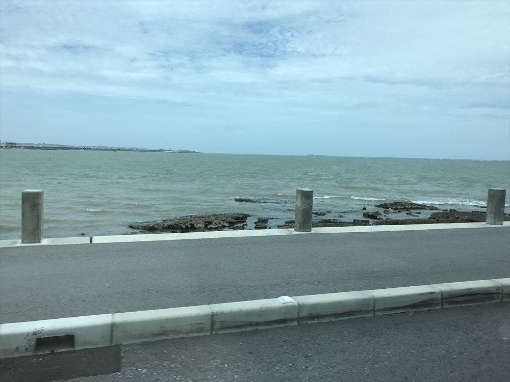 瀬長島のビーチの濁り1