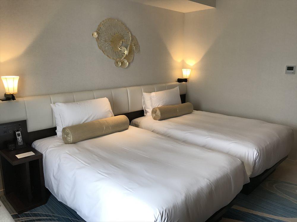 ハイアットリージェンシー那覇沖縄のツインルーム(ベッド側)