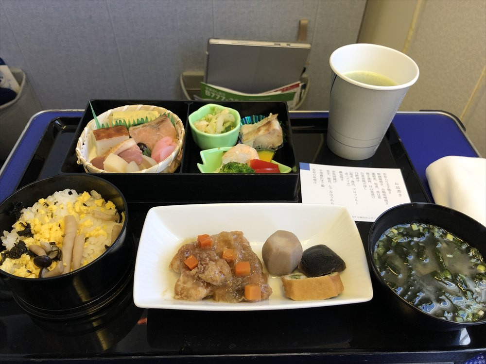 ANA471便(羽田-那覇)プレミアムクラスの機内食1