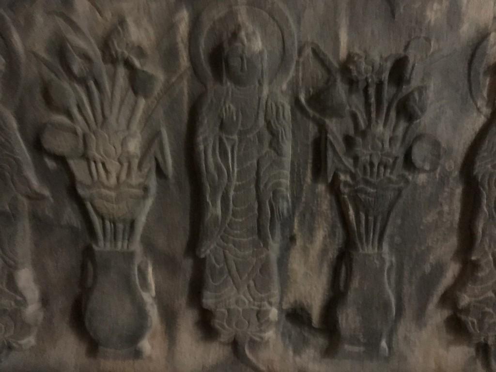 浦添ようどれの西室(英祖王陵)の内部のレプリカの石厨子2